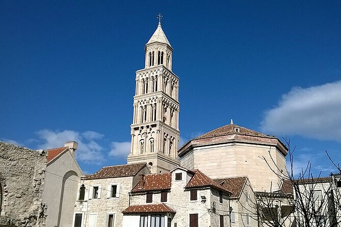 Split guided city tour for small groups