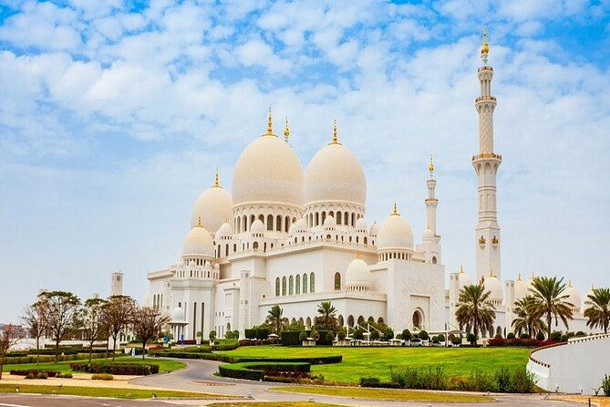 Full-Day Tour to Sheikh Zayed Grand Mosque with Desert Safari