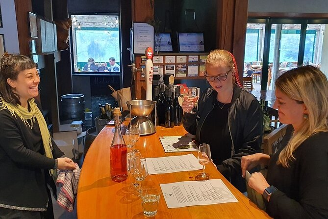 Scenic Escape with Winery Lunch and Glow Worm Caves