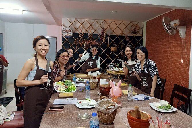 Full Day Phuket Easy Thai Cooking Class and Market Tour
