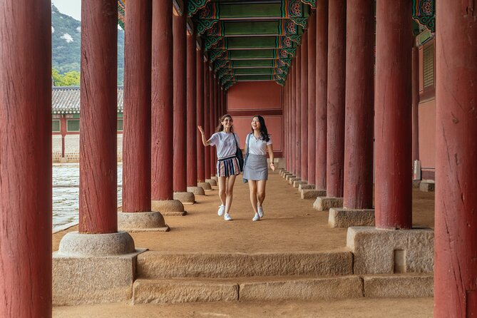 Beautiful Palaces of Seoul Private Tour: Dynasties & History