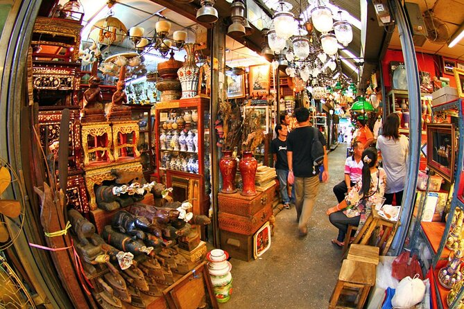 Private Chatuchak Weekend Market Shopping Tour with Lunch