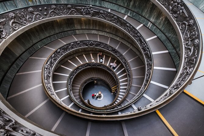 Private tour of the best of Vatican - Sightseeing, Food & Culture with a local