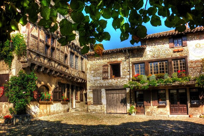 Private Full Day Tour of Perouges and Annecy from Lyon with Hotel pick-up