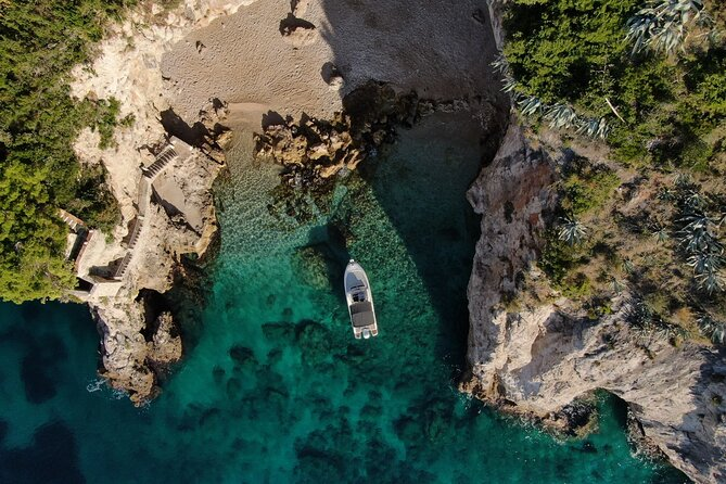 Explore City Walls of Dubrovnik, Lokrum Island and Betina Cave by private boat