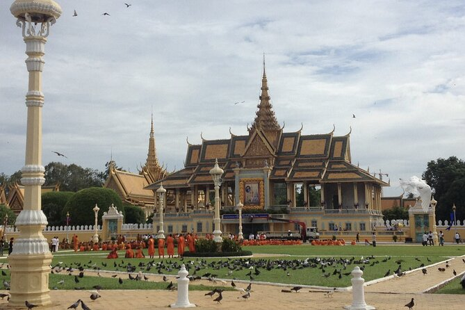 A Day Trip Sightseeing of Phnom Penh With Private Tour Guide