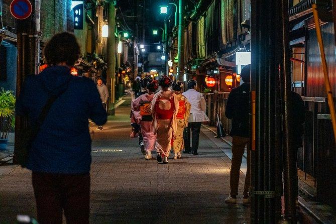 Life of a Geisha Evening Tour: Gion & Miyagawacho Districts