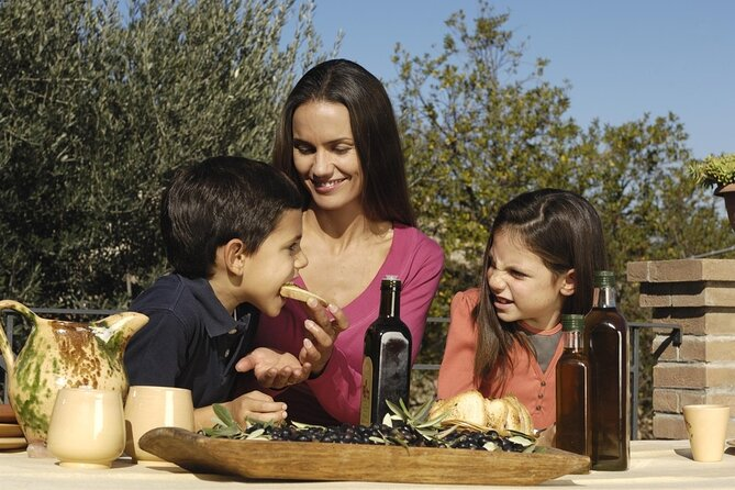 Wine, Food and Oil Experience at the Winery in Lucca Countryside