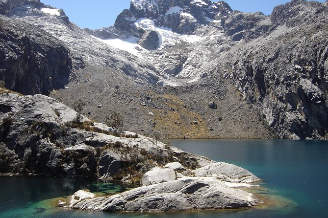 Private Full-Day Tour to Laguna Parón Including Lunch