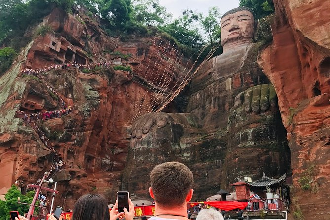 Chengdu Private Day Trip: the Research Base of Giant Panda & Leshan Giant Buddha