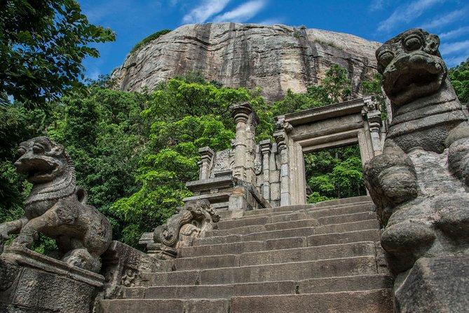 Day Excursion to Yapahuwa Rock Fortress & Dambadeniya