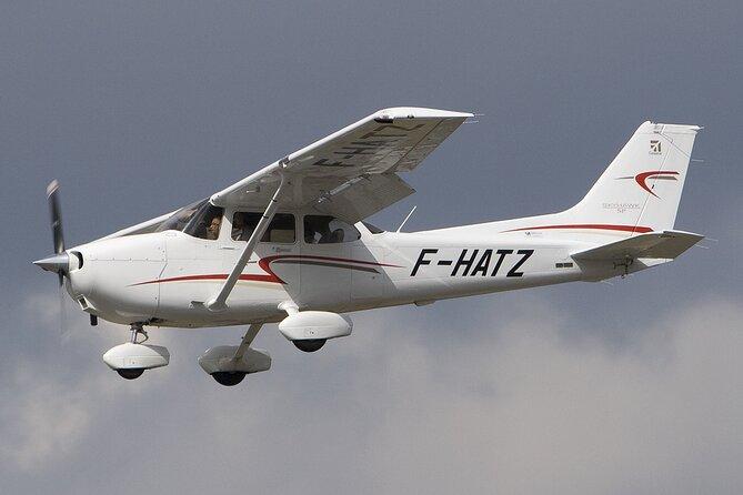 Airplane Transfer between Ratmalana Airport (RML) and Hingurakgoda Airport (HIM)