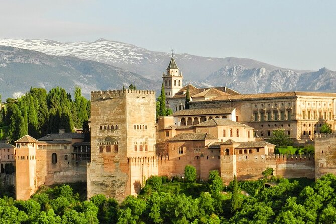 Touristic highlights of Granada on a Private half day tour with a local