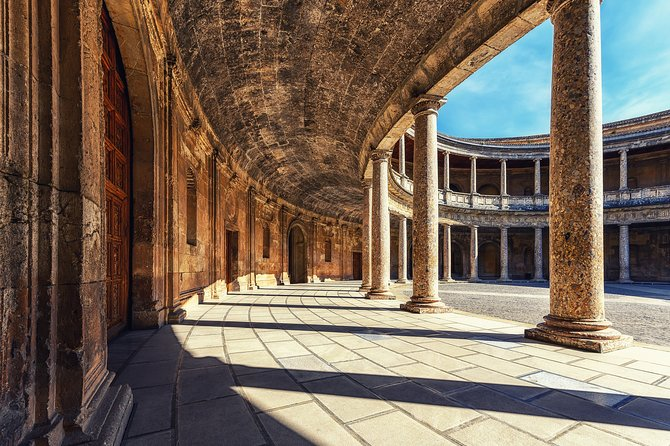 Private tour of Photography at best locations in Granada with a local