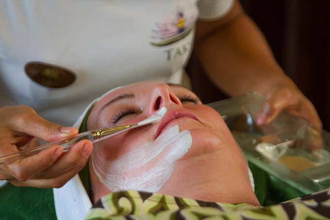 Rejuvenating Organic Facial to Cleanse and Exfoliate The Skin