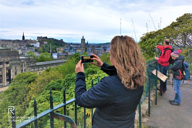 Whole day Edinburgh Tour including Scottish Lunch with a Local Expert!