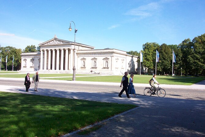 Munich Walking Tour: English Garden and Colorful History and Culture in the City Center