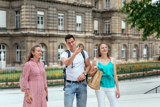 Withlocals Your Way! 3 hours Paris 100% Personalized City Tour
