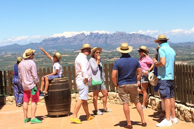Private Montserrat & Lunch at Farmhouse with Hotel Pick up