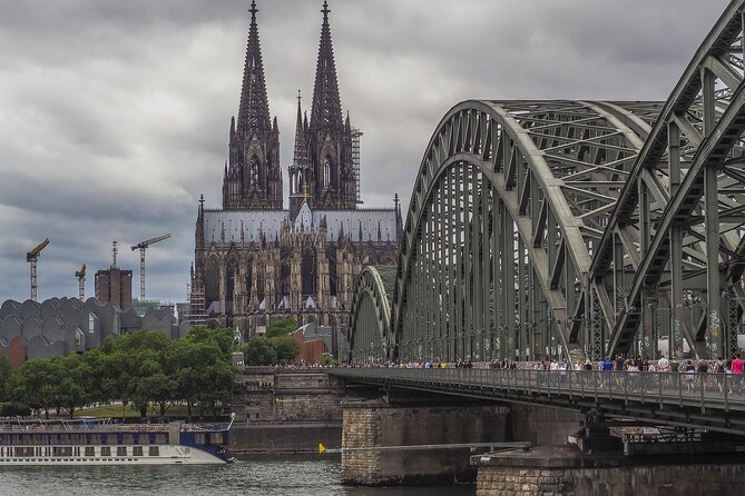 Private tour of the best of Cologne - Sightseeing, Food & Culture with a local