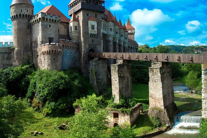 Private tour of best of Transylvania - Sightseeing, Food & Culture with a local