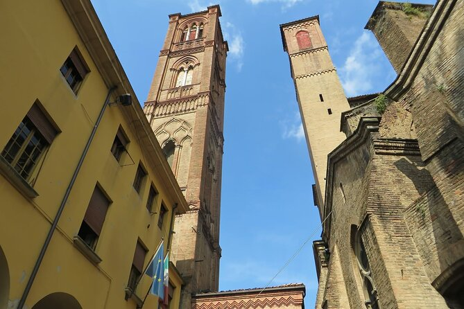 Bologna Private Walking Tour: Europe's Oldest University