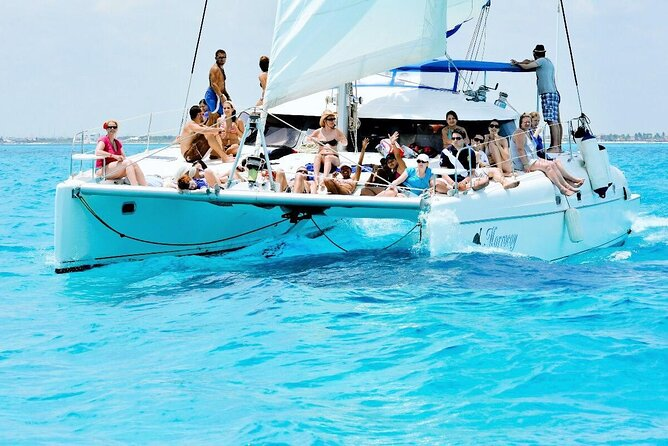 Isla Mujeres Sailing with Snorkeling, Lunch and Open Bar