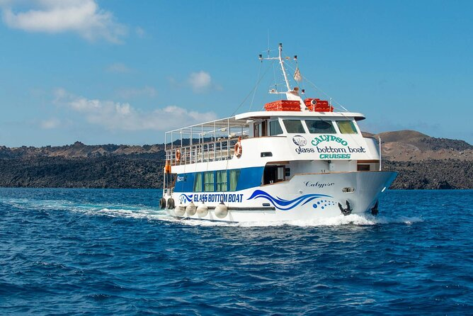 Boat Tour in the Magnificent Volcanic Island of Santorini