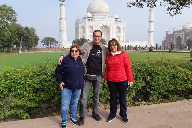 Taj Mahal Priavte Tour by Gatimaan Train With Executive Class