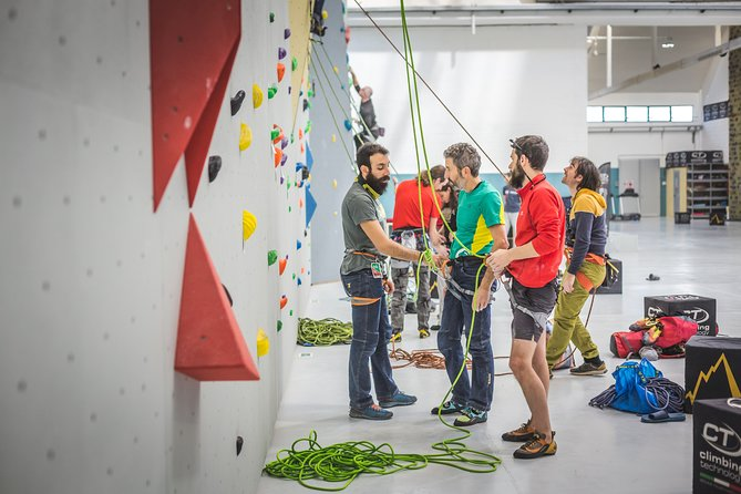 Climbing Experience with Aperitif in Milan