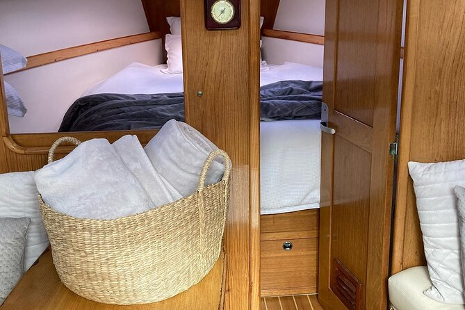 Luxury Yacht Charter on Sydney Harbour (up to 7 pax)