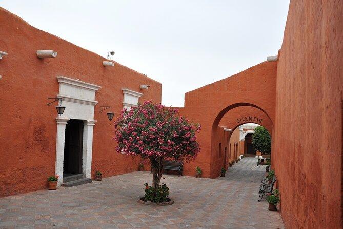 Private Tour to Santa Catalina Convent and Sabandía Mill