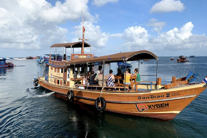 Early Bird Snorkel Tour to the Bays of Koh Tao onboard the Oxygen