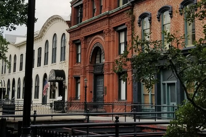 Deeper into 'Midnight in the Garden of Good and Evil' Walking Tour of Savannah