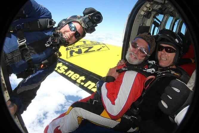 Lake Taupo 15,000-Foot Tandem Skydiving