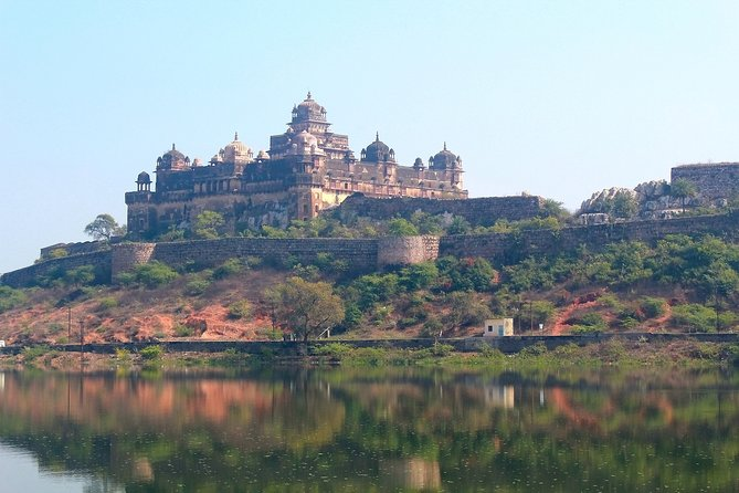 Touristic Highlights of Orchha & Jhansi (Guided Fullday Sightseeing Tour by Car)