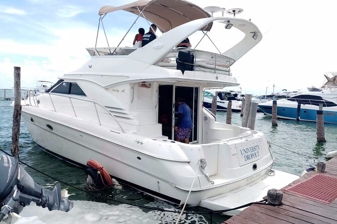 Private 46 ft Yacht Rental in Cancun Bay 23P7