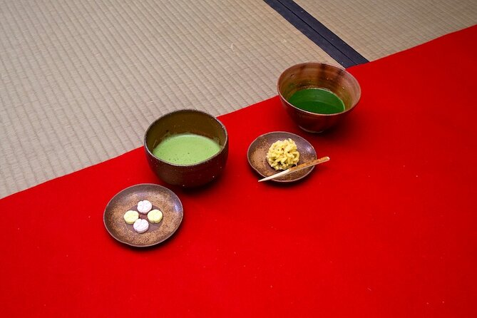 Authentique cérémonie du thé avec Céramique de Bizen au jardin Korakuen d'Okayama