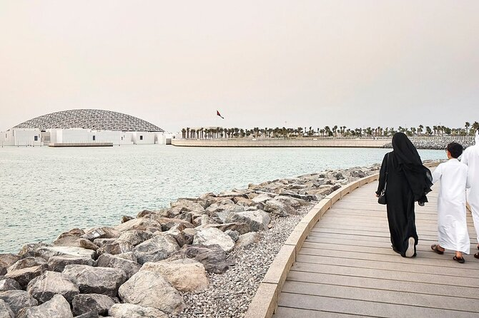 Abu Dhabi City Tour from Dubai with 1-Hour Dhow Ride