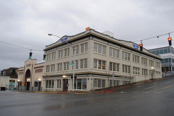 Tacoma Scavenger Hunt: Bright Lights, Big Glass