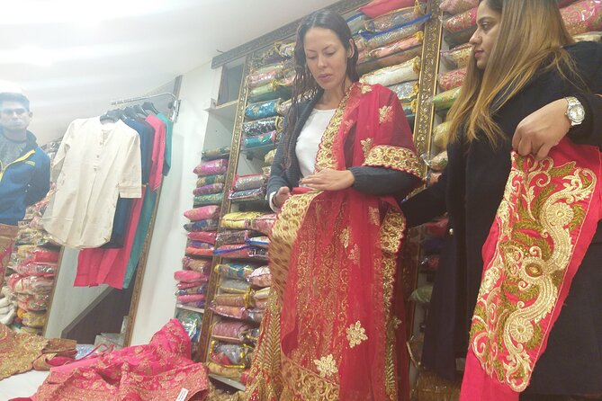 Private Custom Delhi Shopping Tour with Local Expert