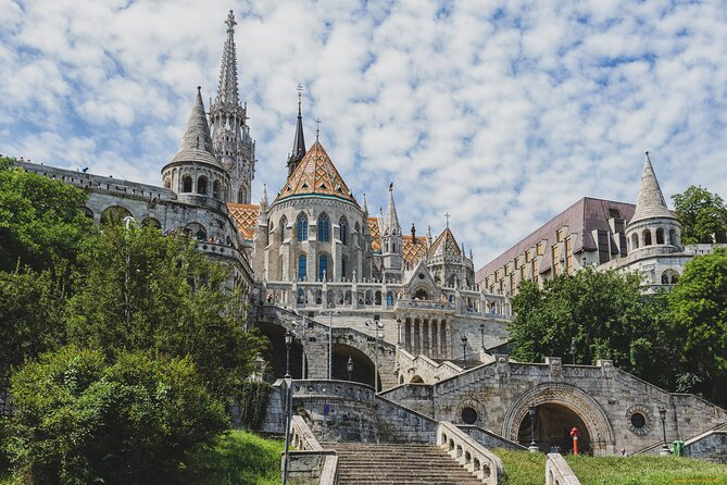 Private Tuk Tuk Tour with Wine Sampling and Cheese Platter in Budapest