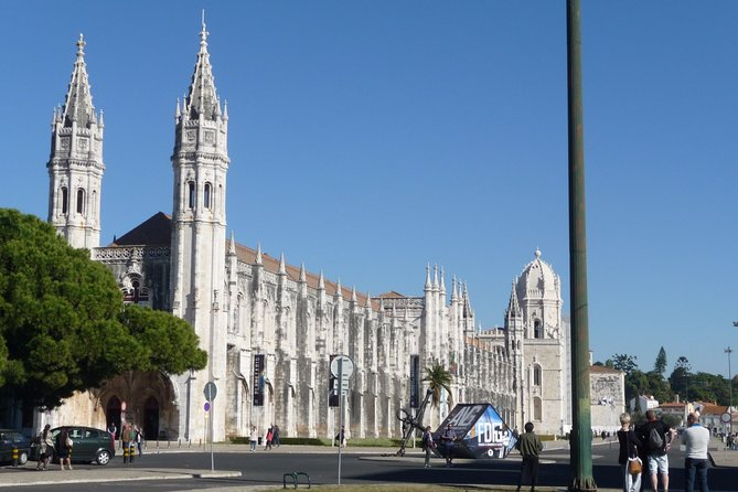 Belém Small Group Walking Tour with skip the line service to Jerónimos Monastery