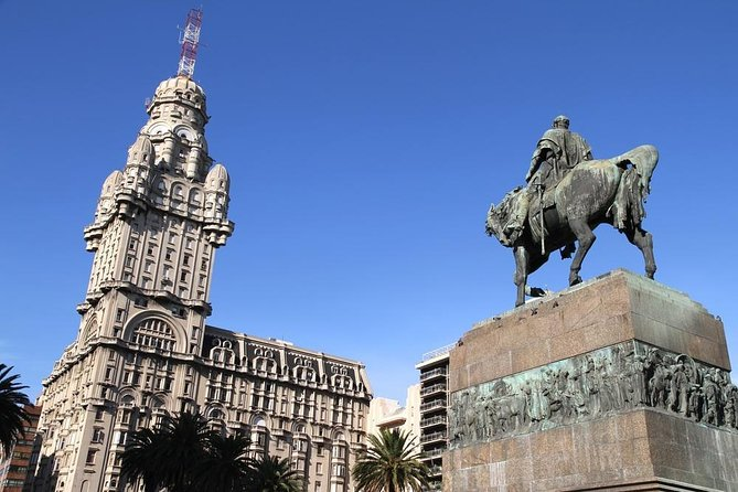 Montevideo Independence Plaza (Plaza Independencia)