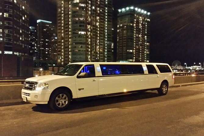 2 Hours Chicago Sightseeing Tour - Luxury Private Stretch Limo / 8 Passengers