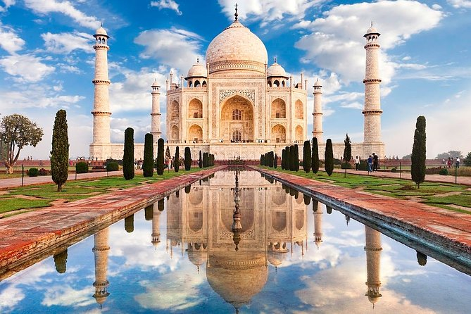 Taj Mahal Overnight Tour From Delhi by AC Car- Including Lunch