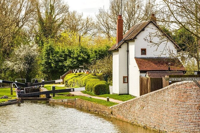 Stratford-Upon-Avon Audio Guide: Discover Shakespeare's Life & Secrets