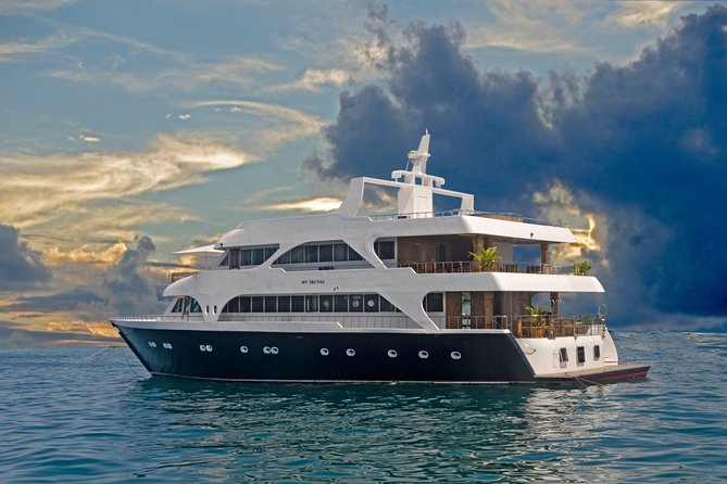 2-Day Private Iruvai Cruise Tour in The Maldives with Meals