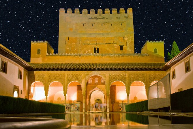 The magic of visiting the Alhambra at night-Private tour