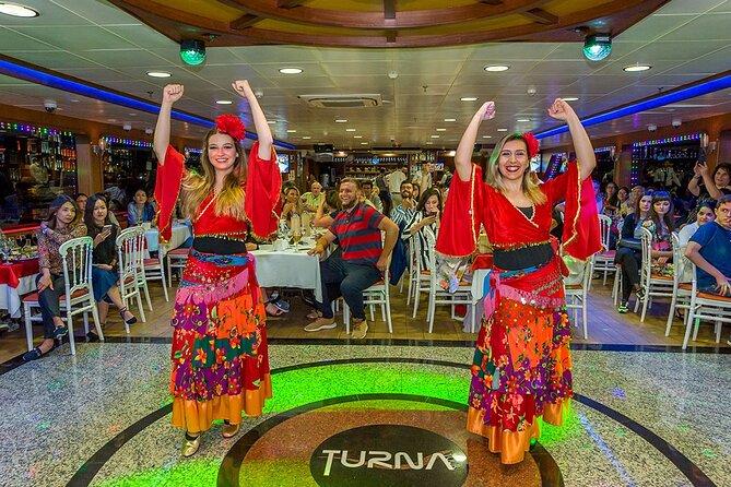 Cruzeiro com jantar no Bósforo e espetáculo noturno de Istambul
